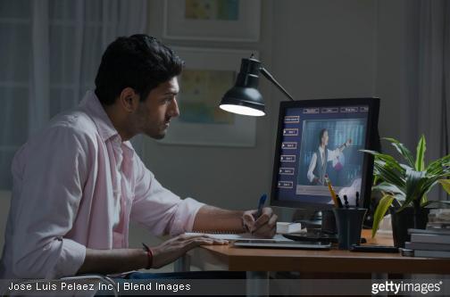 La vidéoconférence sur ordinateur se banalise de plus en plus dans le monde de l'entreprise. / Source image : gettyimages